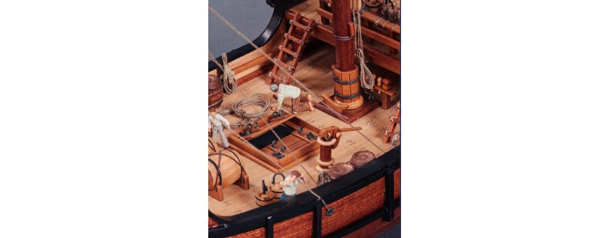 Bateaux bois statiques